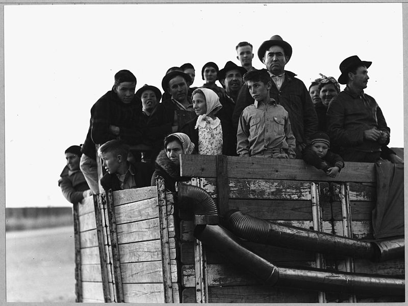 800px-Eloy,_Pinal_County,_Arizona._Truck-load_of_cotton_pickers,_just_pulled_into_town_in_the_late_afterno_._._._-_NARA_-_522260